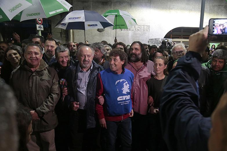 Fuerte apoyo a Lula frente a la embajada en Buenos Aires