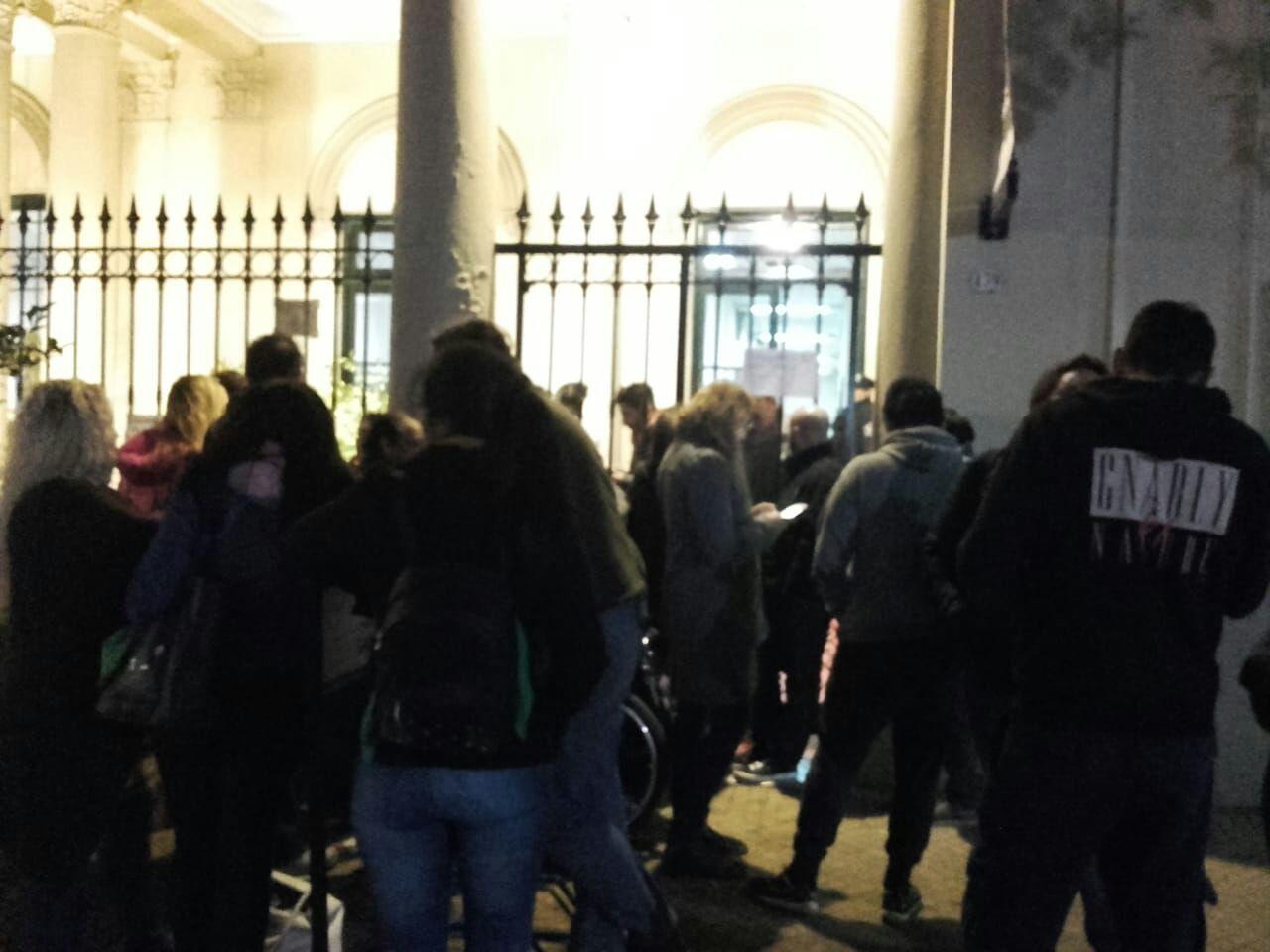 Andrés Rolón despidió asesores de la oposición y los echados tomaron el Concejo Deliberante