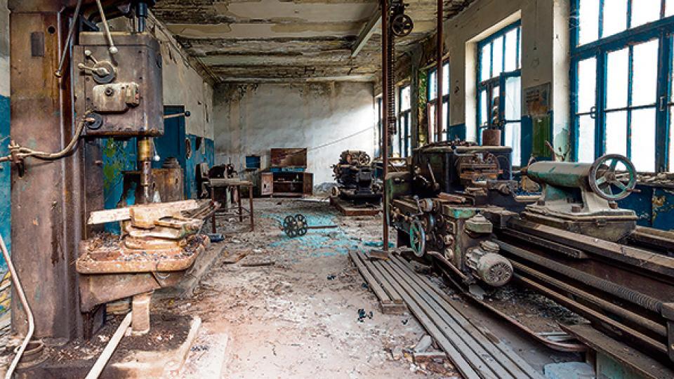 La industria perdió más de cien mil empleos