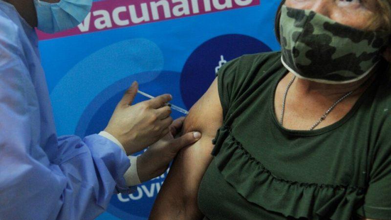 Empiezan a aplicarse cada vez más vacunas: quiénes la recibirán esta semana