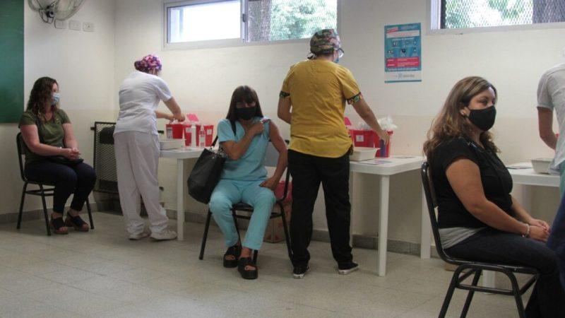 Los bonaerenses menores de 40 empiezan a ser vacunados antes de fin de mes