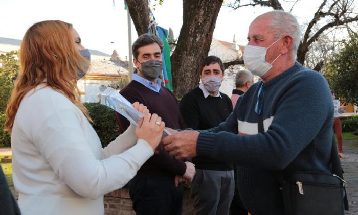 Ruiz Malec entregó 82 escrituras a familias en Luján
