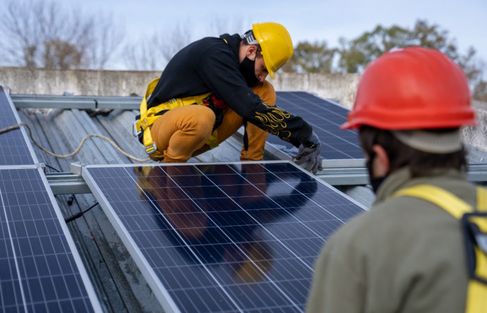 Se iniciaron las obras de instalación de paneles solares en 128 escuelas