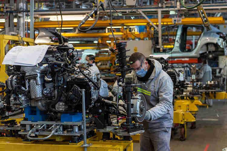 La industria creció 3,9% en julio y se empiezan a recuperar sectores más golpeados por la pandemia